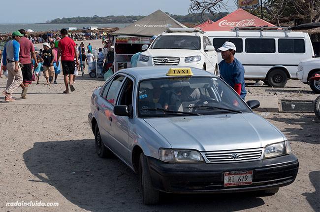 Taxi en el puerto de San Jorge, lugar de partida de los ferris a Ometepe (Nicaragua)