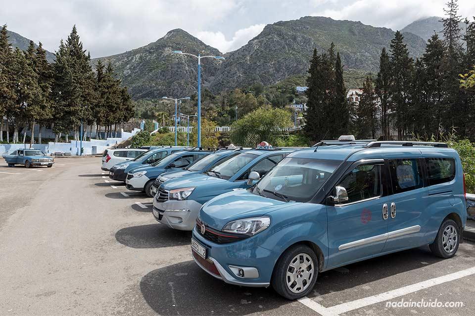Taxis azules en Chefchaouen (Marruecos)
