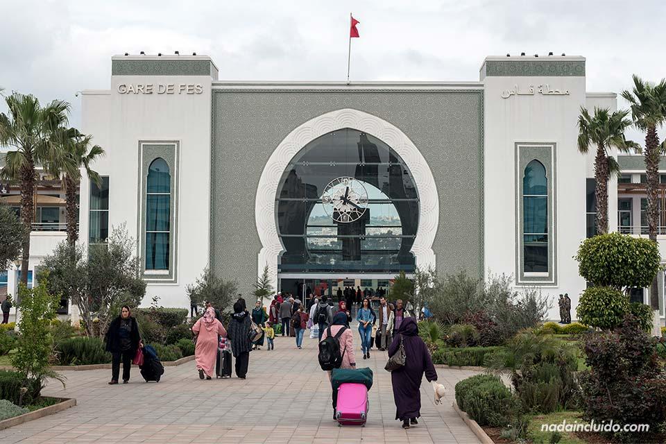 Fachada de la estación de trenes de Fez (Marruecos)