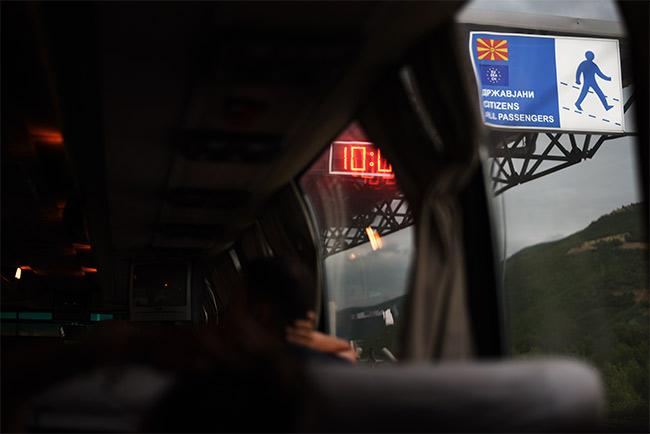 Cruzando en autobús la frontera de Kosovo y Macedonia
