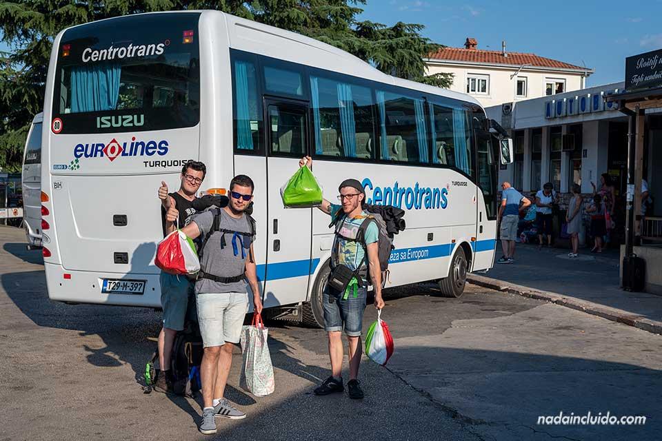 En la estación de autobuses de Herceg Novi (Bosnia)