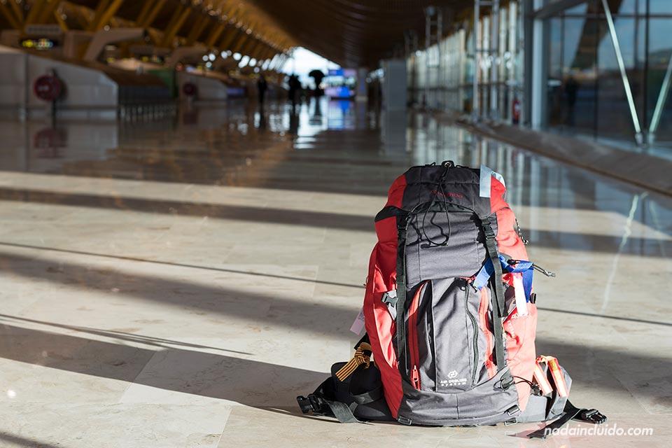 Mi mochila en el aeropuerto de Barajas (Madrid, España)