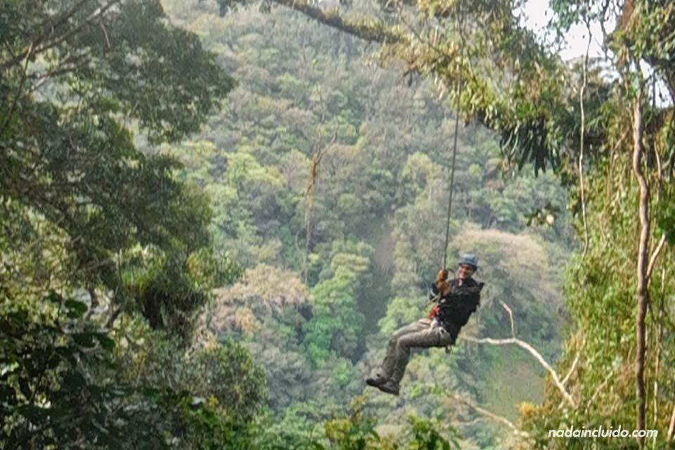 """Haciendo el """"Tarzán"""" en el Canopy Extremo de Monteverde (Costa Rica)"""