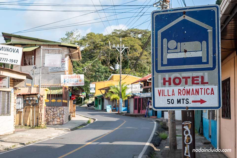 Hoteles en Costa Rica - Cartel de Villa Romántica en la localidad de Quepos