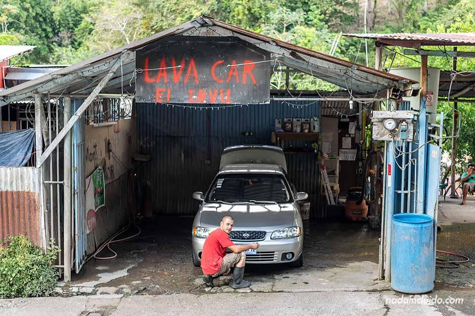 "Lavacoches ""Lava Car"" en Quepos (Costa Rica)"