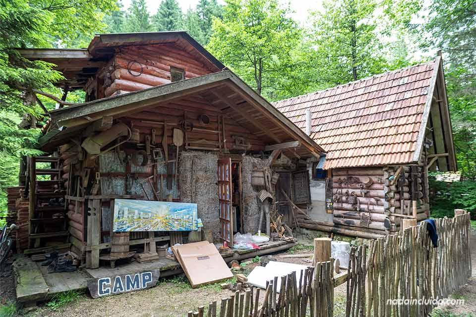 Caseta de Borislav Jankovic en el Zelenkovac Ecovillage (Bosnia)