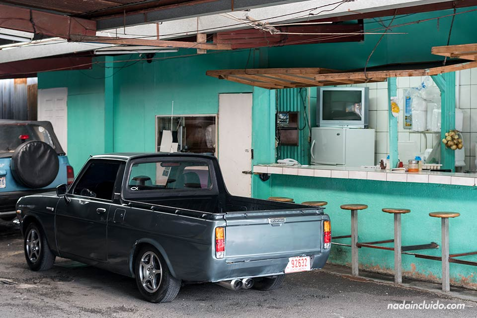 Un taller de coches + soda en San José, la capital de Costa Rica