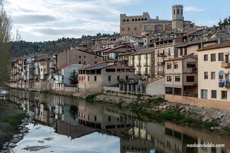 Vista de Valderrobres desde el río (Matarraña, Aragón)