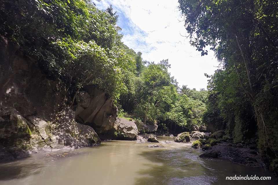 Entrada al Hidden Canyon Beji Guwang de Bali (Indonesia)
