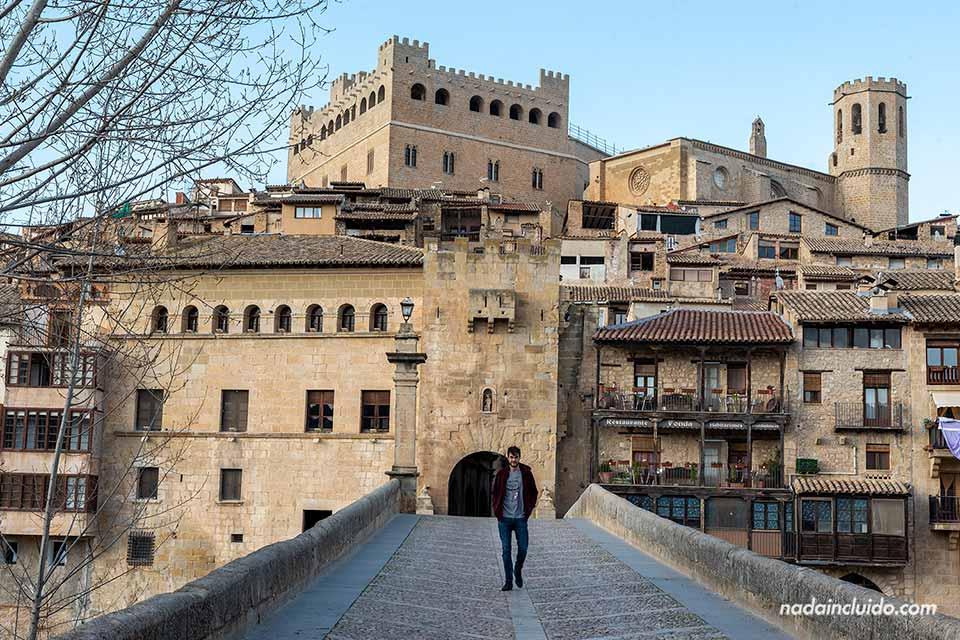 En el puente de Piedra de Valderrobres, uno de los pueblos que hay que ver en Aragón (Matarraña, Aragón)