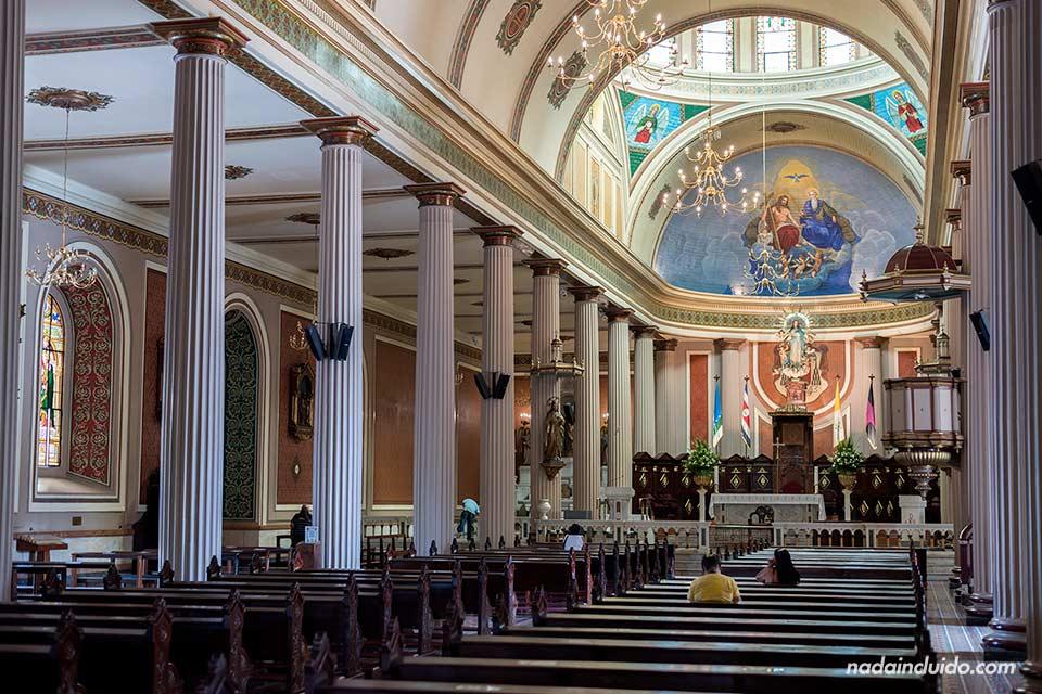 Interior de la catedral de San José (Costa Rica)