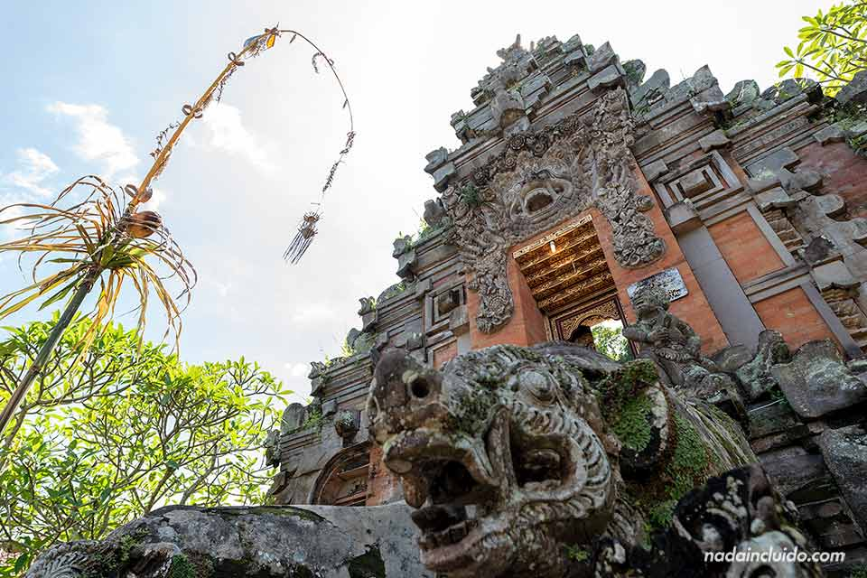 Puerta del templo Pura Durga Kutri (Bali, Indonesia)