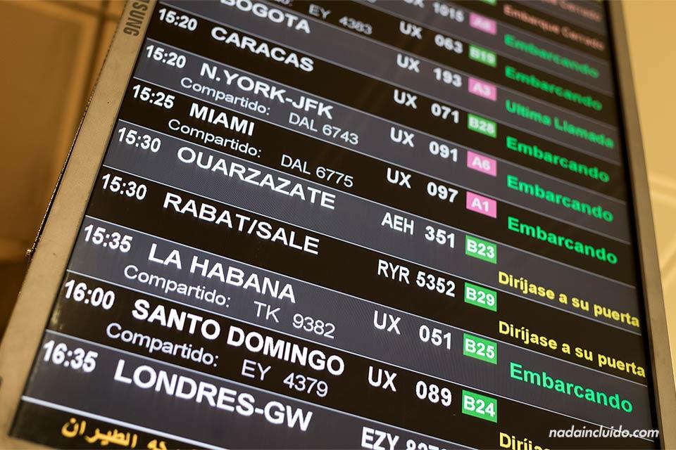 Aeropuerto de Barajas - Cartel próximas salidas (Madrid, España)