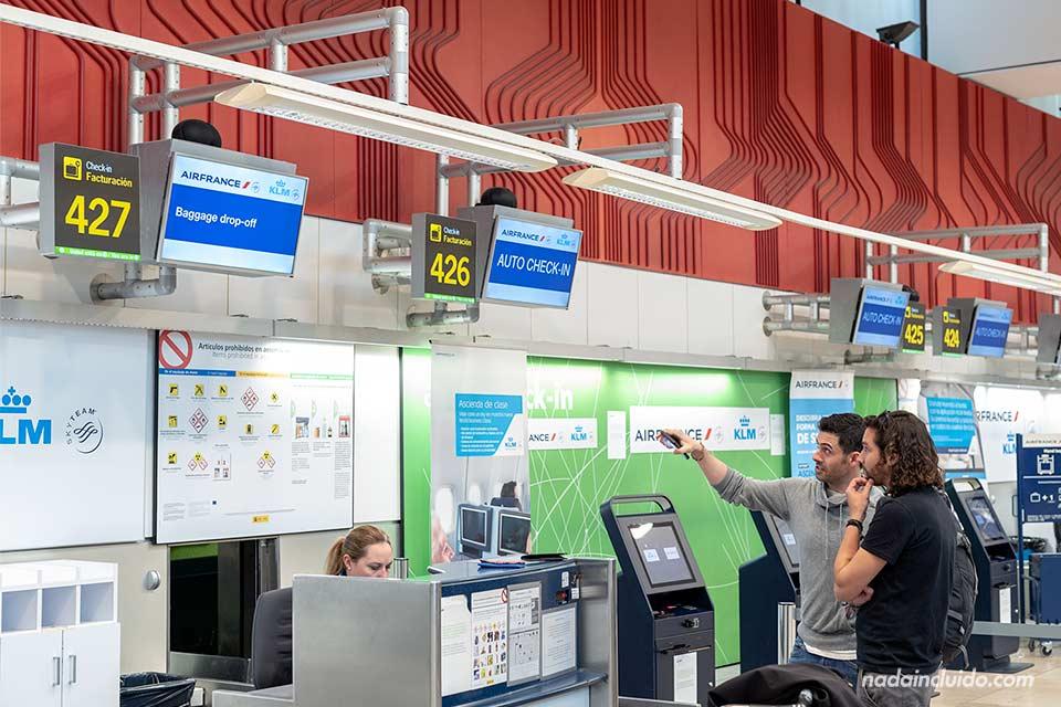 Puesto de facturación de KLM en el aeropuerto de Madrid