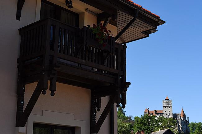 Vista del Castillo de Bran desde un balcón (Rumanía)