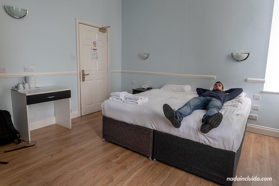 En la habitación del West Beach Hotel de Brighton (Inglaterra)