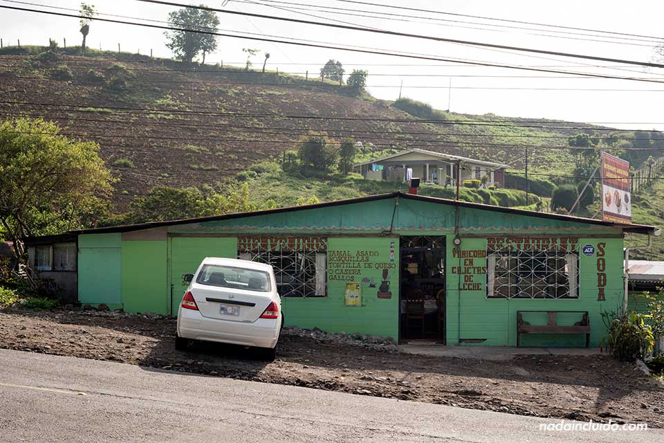 Soda en la carretera que conecta San José con Turrialba (Costa Rica)