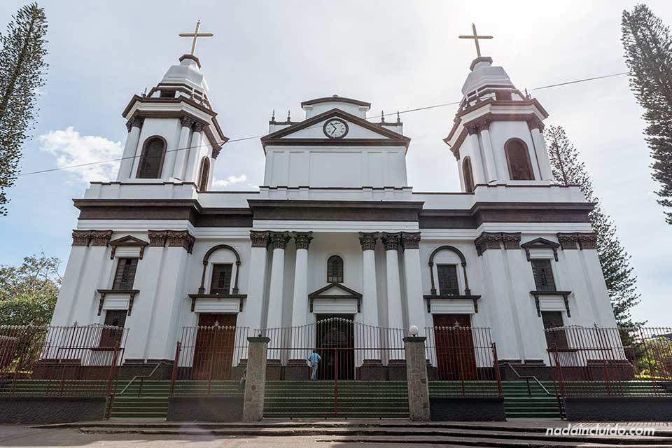 Fachada de la catedral de Alajuela (Costa Rica)