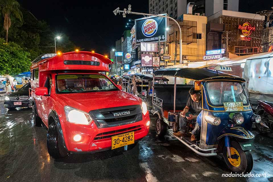 Songthaew y tuk tuk, dos formas de transporte en Chiang Mai (Tailandia)