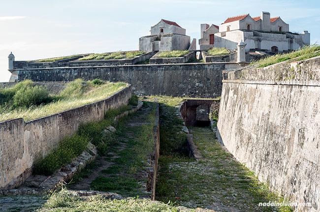 Murallas del fuerte de Santa Luzía en Elvas (Alentejo, Portugal)