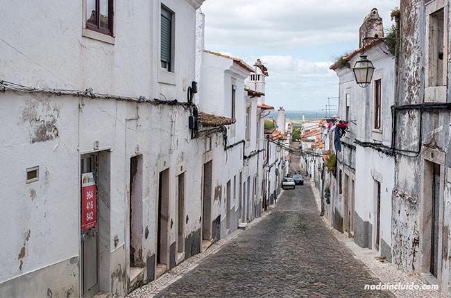 Calle direta en Estremoz (Alentejo, Portugal)