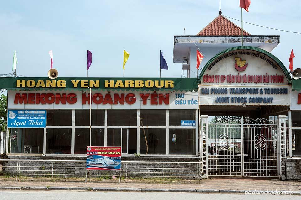 Puerto de Hai Phong, el lugar desde donde salen las lanchas a Cat Ba (Vietnam)