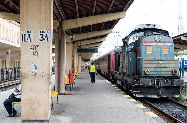 Andén de la estación de tren de Iasi (Rumanía)