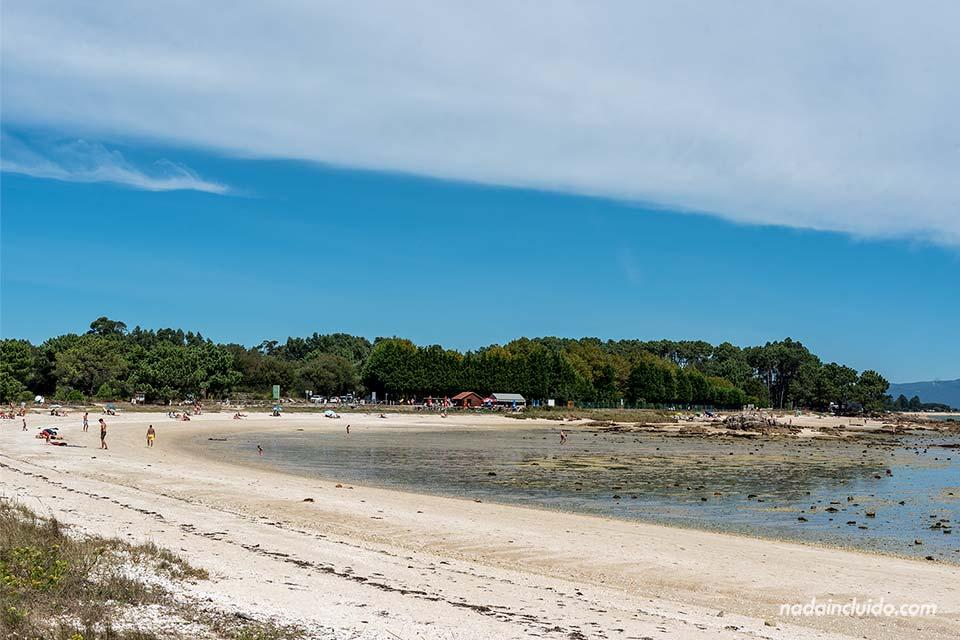 Playa de Xastelas en el parque natural de Carreirón (Illa de Arousa, Galicia)
