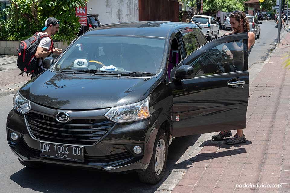Cogiendo un coche de Grab en Kuta (Bali, Indonesia)