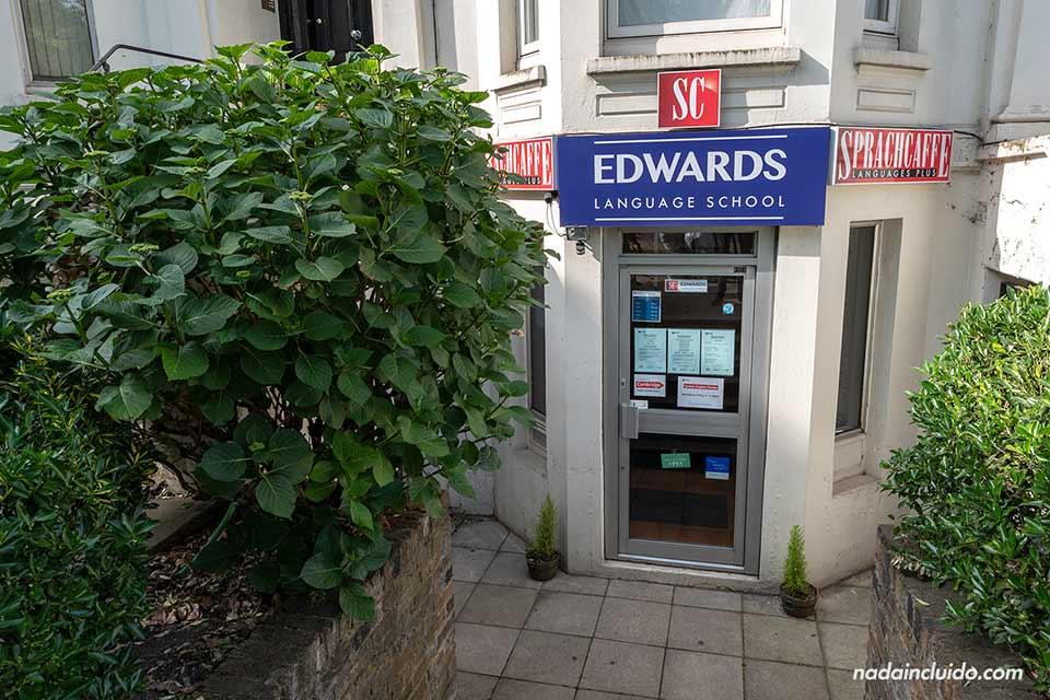 Entrada a la escuela de Sprachcaffe en el barrio de Ealing (Londres, Inglaterra)
