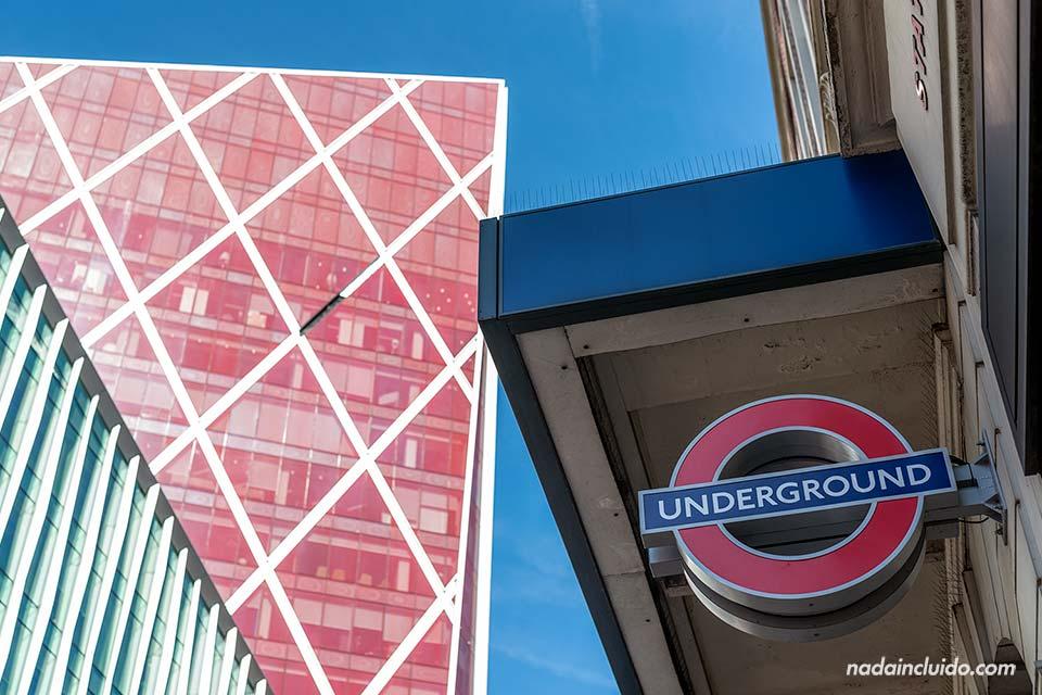 Estación de metro de Victoria en Londres (Inglaterra)