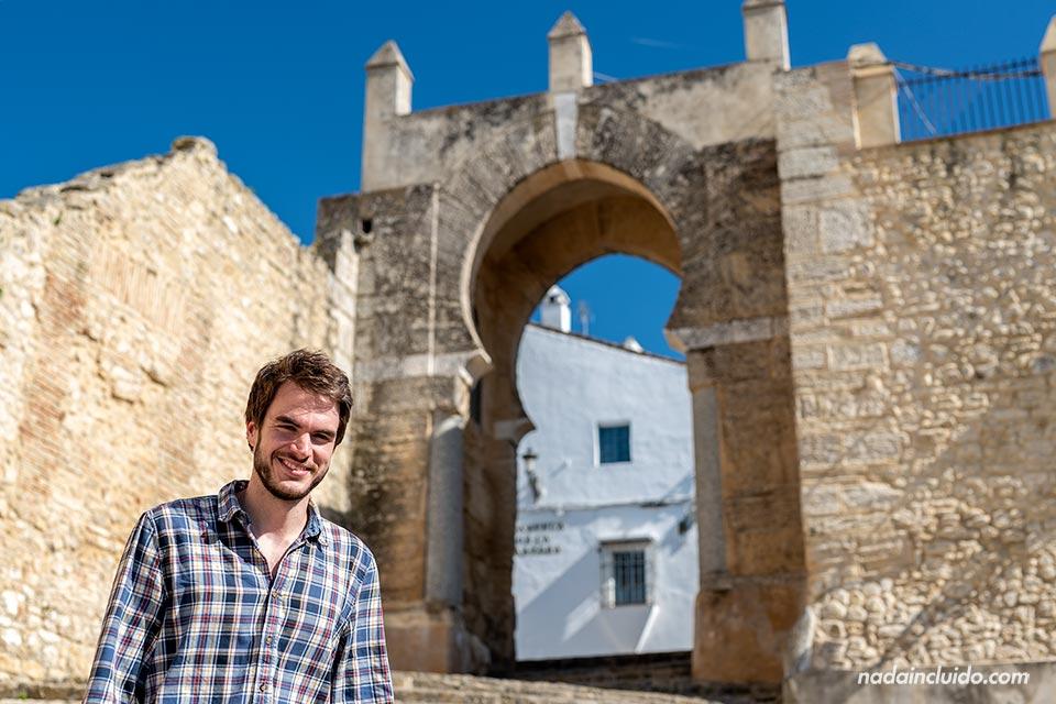 En el arco de la Pastora en Medina Sidonia (Cádiz)