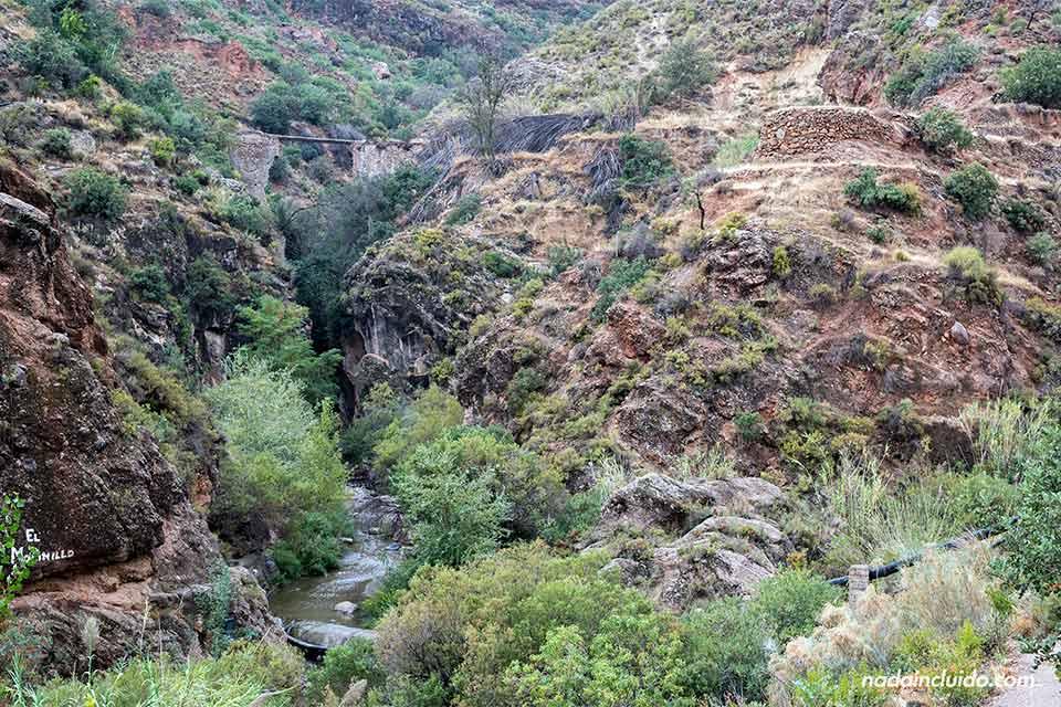 """Vista de """"Las Canales"""" de Padules desde lejos (Almería)"""