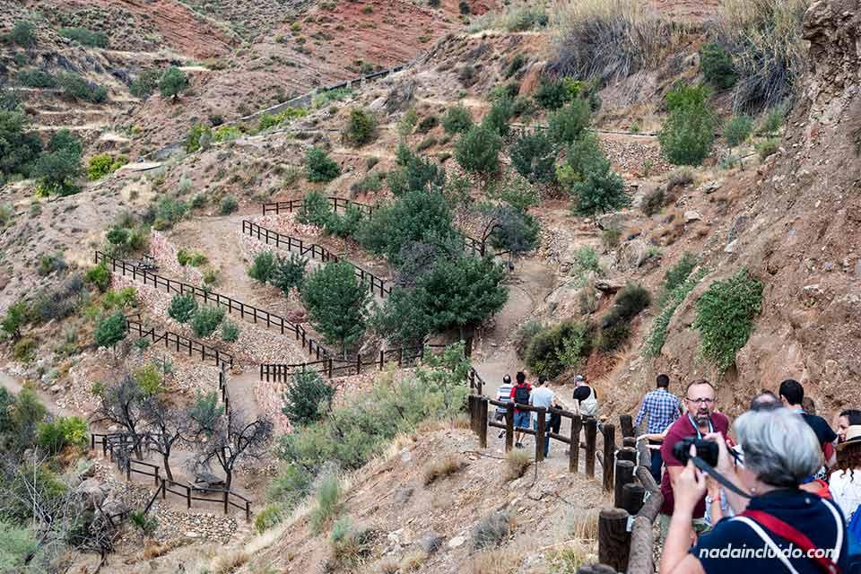 """Bajando un sendero a """"Las Canales"""" de Padules (Almería)"""