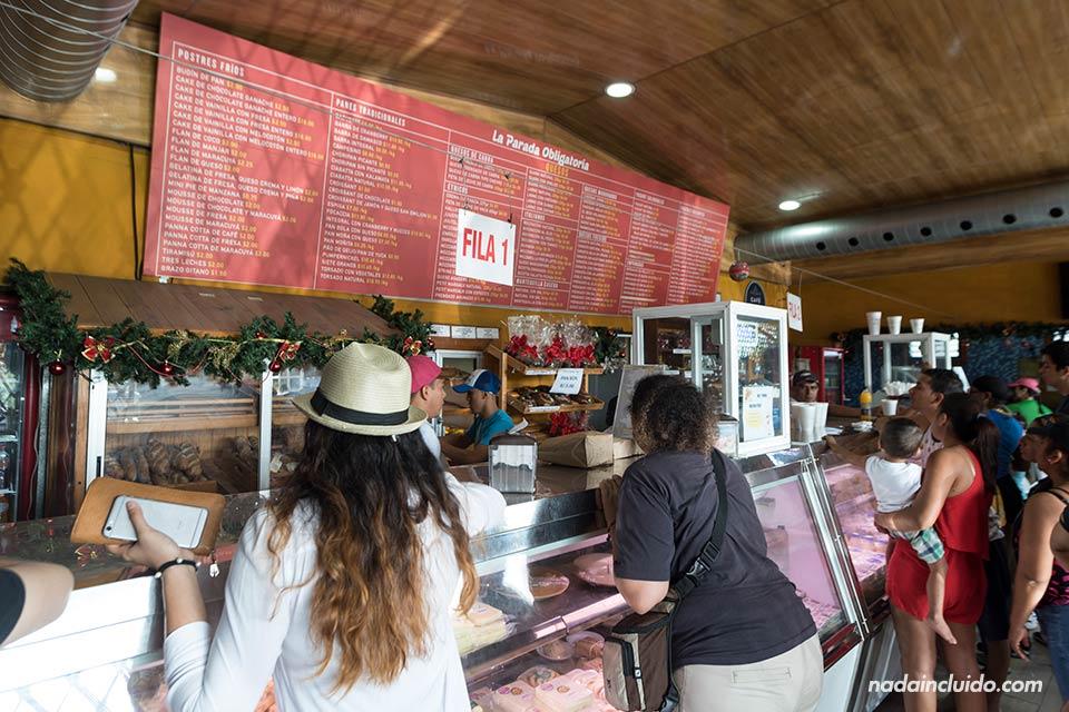 Interior de Quesos Chela, una famosa tienda de quesos cerca de ciudad de Panamá