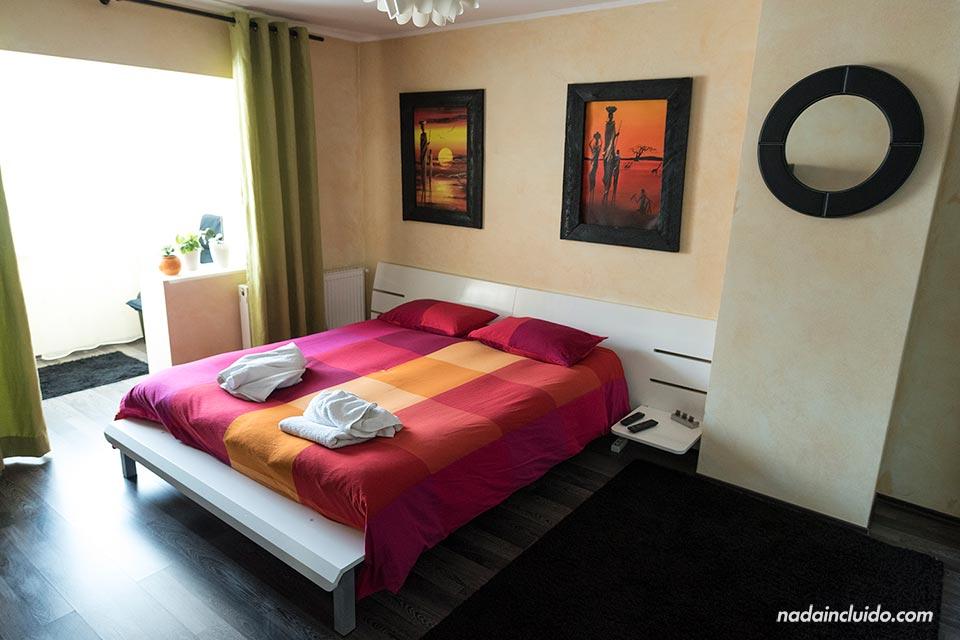 Habitación de apartamento de AirBnb en Rasnov (Rumanía)