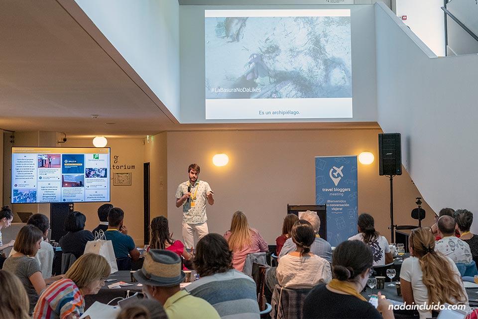 Hablando sobre #Labasuranodalikes en el Travelbloggers Meeting celebrado en Poitiers (Francia)