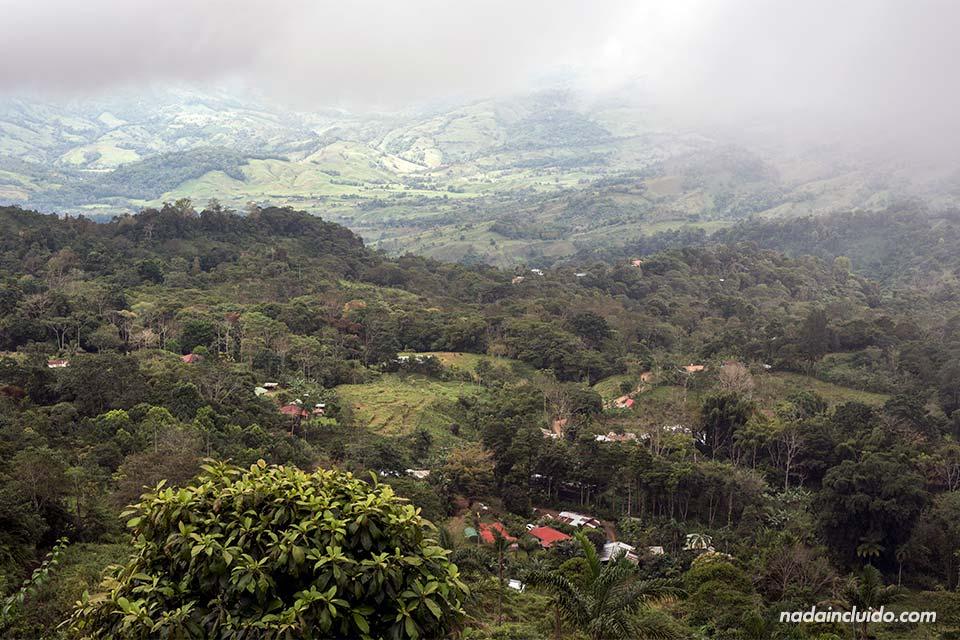 Viajar a Costa Rica - Información demográfica. Foto desde Tinamaste (Puntarenas)