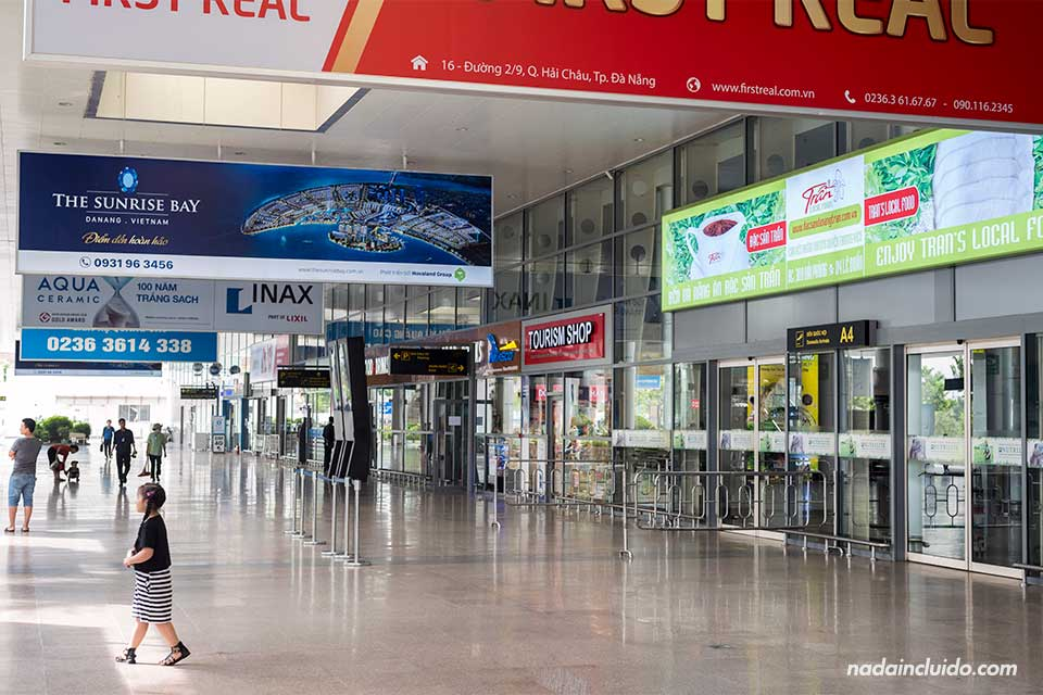 Salida del aeropuerto de Da Nang (Vietnam)