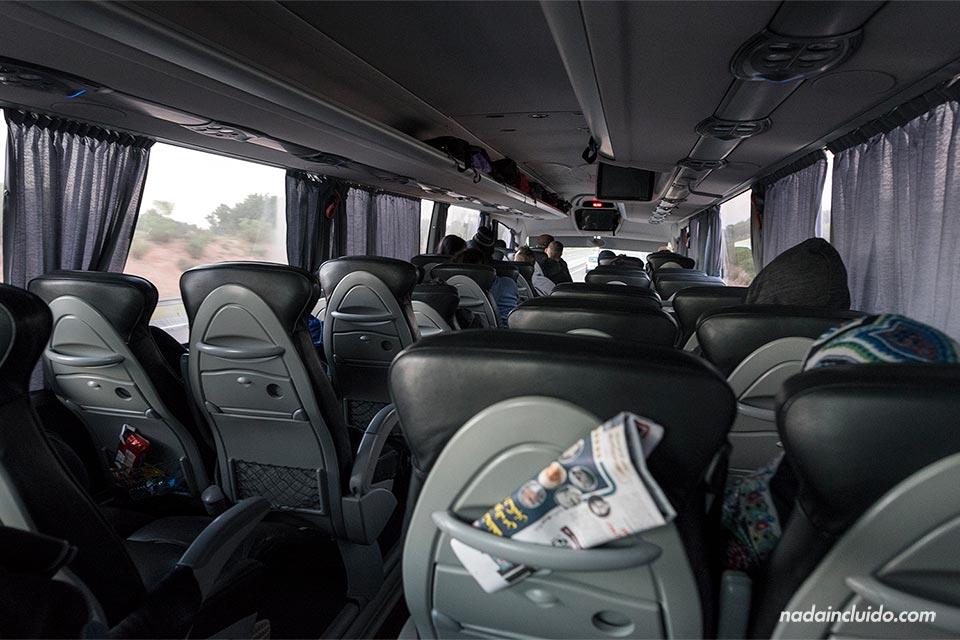 Interior de un autobús de la compañía CTM en la ruta Rabat - Agadir (Marruecos)