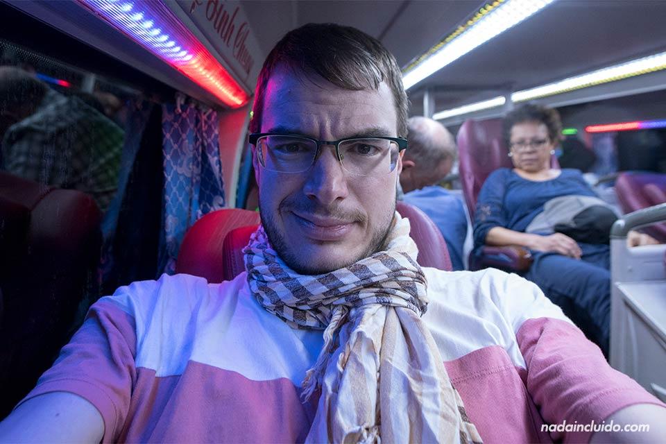 En un autobús nocturno en Vietnam entre Hanoi y Sapa (Vietnam)