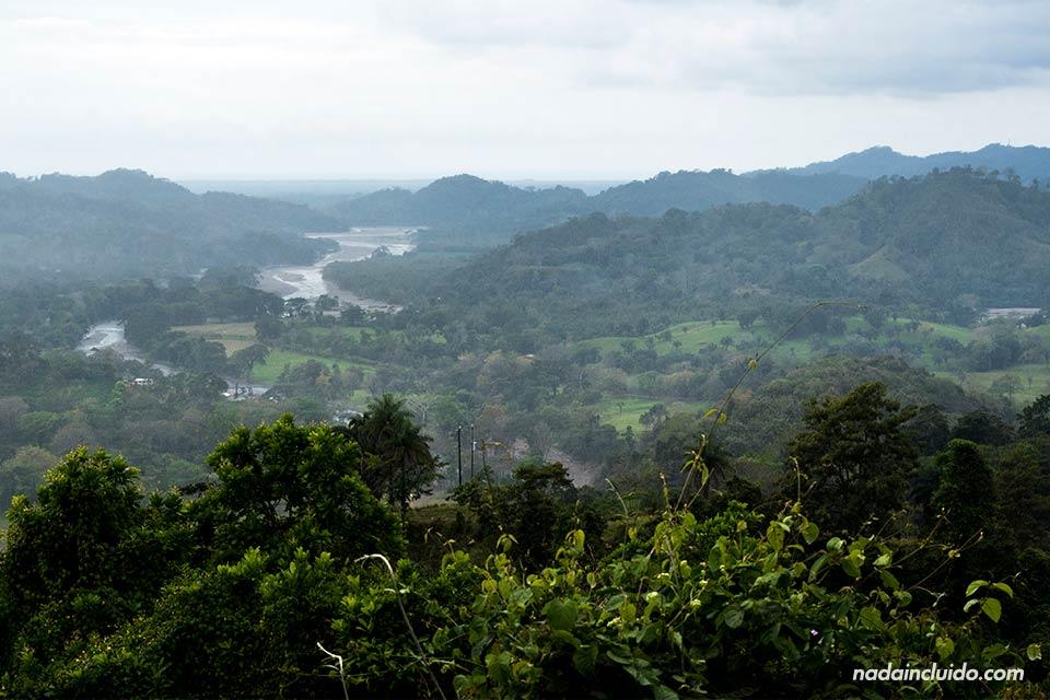 Vistas del mar Pacífico desde lo alto del Valle Central (Costa Rica)