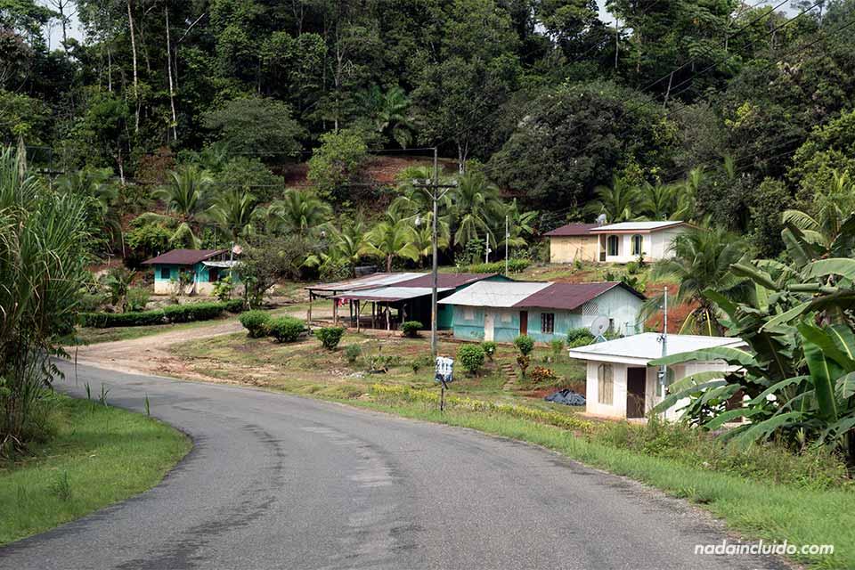 Pueblos junto a la carretera que llevan a Puerto Jiménez (Costa Rica)
