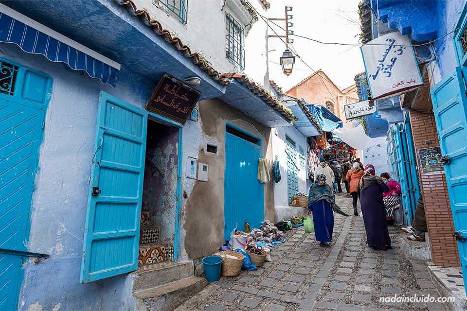 Calle Assaida en el zoco de la medina de Chefchaouen (Marruecos)