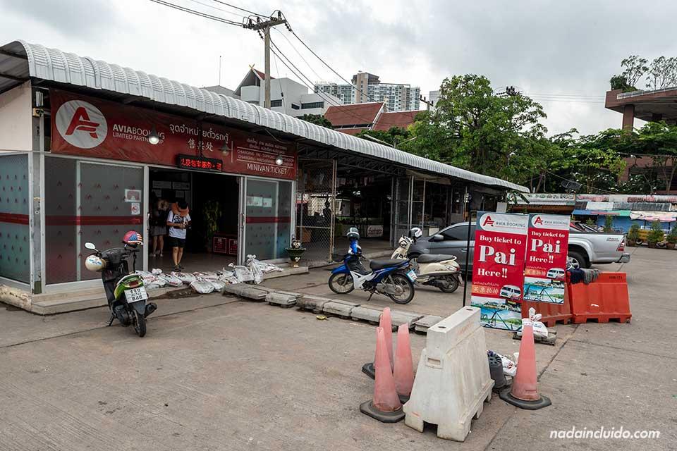 Estación de Minivans a Pai en la Chiang Mai Arcade (Tailandia)