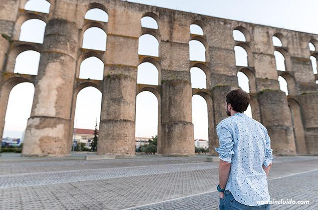 En el acueducto de Amoreira de Elvas (Alentejo, Portugal)