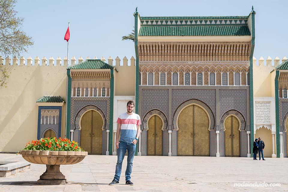 En la puerta del palacio real de Fez (Marruecos)