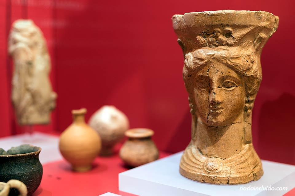 Estatua de la Diosa Deméter en el museo del yacimiento Font de la Canya (Barcelona)