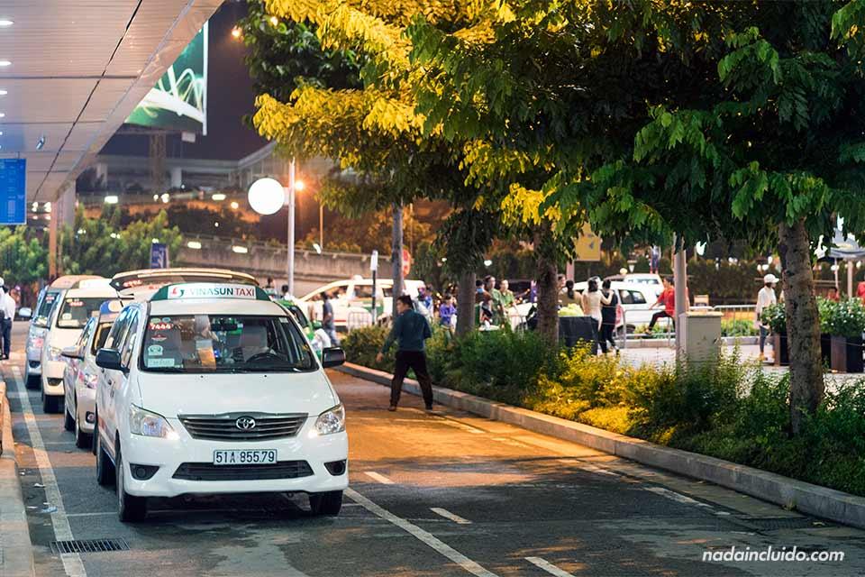 Taxis de la compañía Vinasun en Ho Chi Minh (Vietnam)