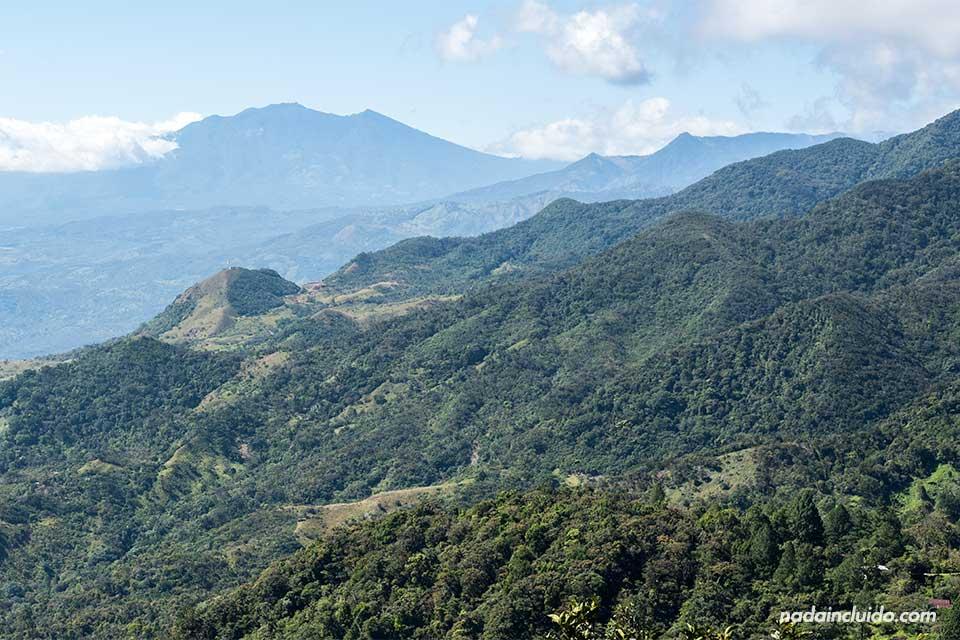 Vistas de la cima del volcán Barú desde el Hostal Lost & Found (Panamá)